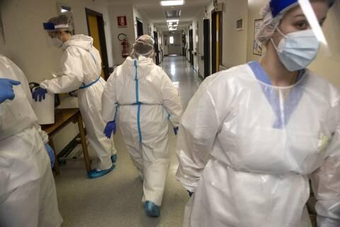 Ο εφιάλτης της πανδημίας για τους εργαζόμενους στην υγεία - 3.000 νοσηλευτές νεκροί παγκοσμίως
