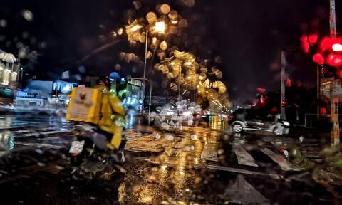 Καιρός ΤΩΡΑ: «Μάρτης – γδάρτης»! Τσουχτερό κρύο στην Αθήνα – Θυελλώδεις βοριάδες στο Αιγαίο