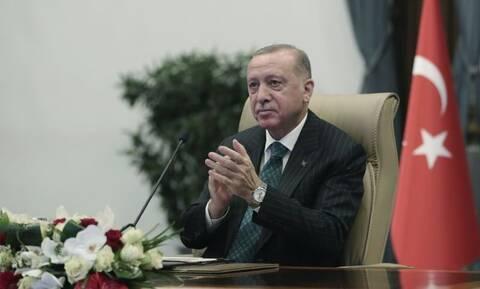 Για αυτό ο Ερντογάν «μαγειρεύει» τον εκλογικό νόμο – Αλλεπάλληλα τα «χαστούκια» στις δημοσκοπήσεις