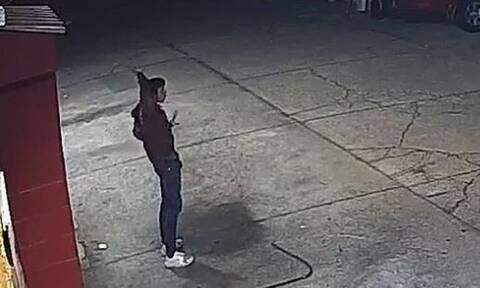 Βίντεο-σοκ από τις ΗΠΑ: Αστυνομικοί πυροβόλησαν 13 φορές έναν 15χρονο ενώ ετοιμαζόταν να παραδοθεί
