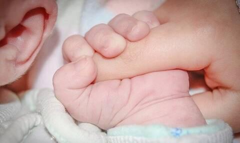 Κορονοϊός: Εξαιρετικά χαμηλή θνητότητα σε νεογνά - Κολλούν συνήθως τη νόσο ενδοοικογενειακά