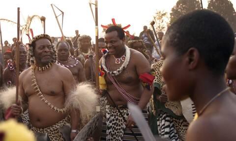 Πέθανε ο βασιλιάς των Ζουλού-Ζούσε μέσα στη χλιδή στη Ν.Αφρική,τη χώρα με τις μεγαλύτερες ανισότητες