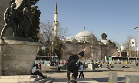 Τουρκία: Η οικονομία σε ύφεση, το φάσμα της φτώχειας πλανάται στη χώρα