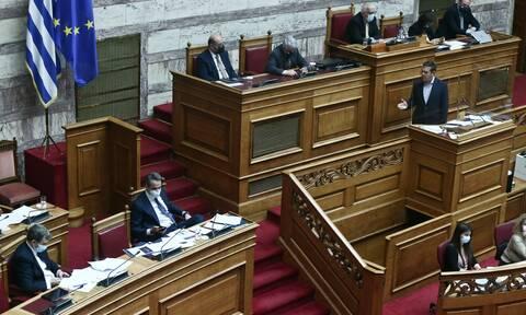 Μητσοτάκης – Τσίπρας: Άγρια κόντρα στη Βουλή για αστυνομική βία, τρομοκρατία και πανδημία