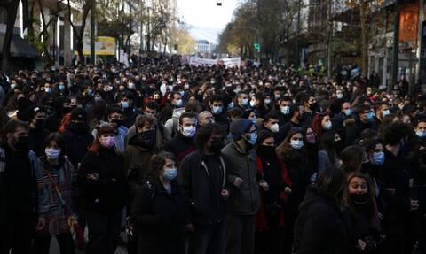 Κορονοϊός - Εξαδάκτυλος: Δεν μπορεί να λέμε «κηδεία έως 9 άτομα» και στην πορεία να είναι 9.000!