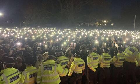 Λονδίνο: Η Αστυνομία διέλυσε βίαια αγρυπνία στη μνήμη της Σάρα Έβεραρντ