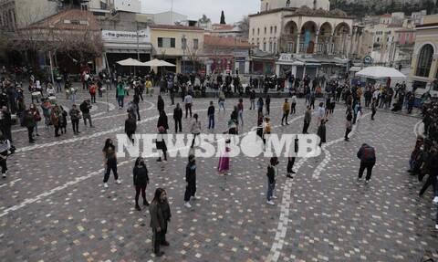 Ρεπορτάζ Newsbomb.gr: Συλλαλητήριο στο κέντρο της Αθήνας για τον ένα χρόνο «λουκέτου» στον Πολιτισμό