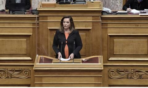 Ντόρα Μπακογιάννη: «Όχημα της ασφαλείας μου ενεπλάκη σε τροχαίο στη Βουλή - Είμαι συντετριμμένη»