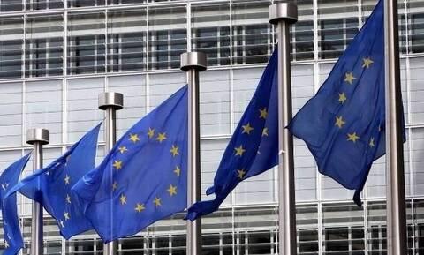 Κορονοϊός: Η Κομισιόν θέλει να υλοποιήσει το «πράσινο διαβατήριο» πριν από τον Ιούνιο
