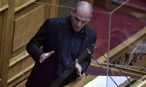 Σχόλιο Βαρουφάκη για το τροχαίο έξω από τη Βουλή
