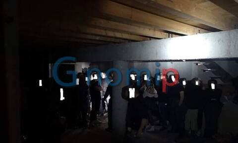 Πάτρα: Εικόνες από το κορονοπάρτι των 93 ατόμων – Αύριο στον εισαγγελέα οι συλληφθέντες