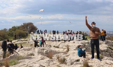 Ρεπορτάζ Newsbomb.gr: Με αποστάσεις και «κωδικό» 6 πετούν χαρταετό οι Αθηναίοι (pics)
