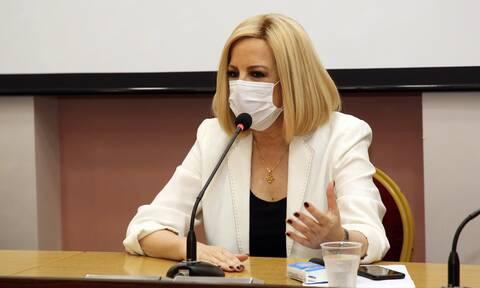 Η Φώφη Γεννηματά συζητά με γιατρούς και νοσηλευτές των νοσοκομείων της Αττικής