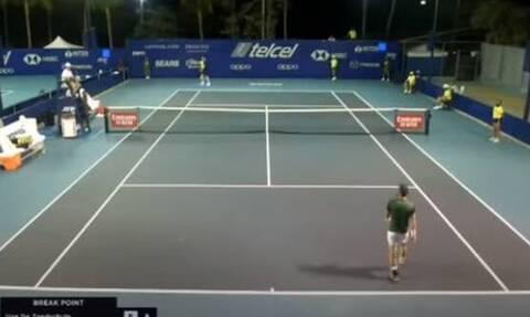 Τένις: Εκτός εαυτού! - Πέταξε τη ρακέτα κι εγκατέλειψε το ματς (video)