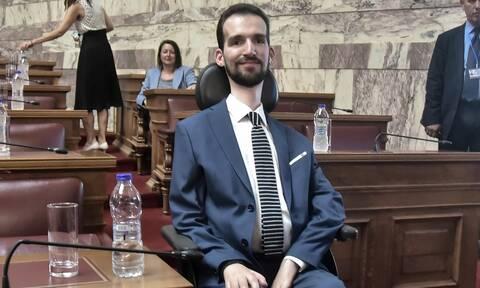 Κυμπουρόπουλος στο Newsbomb.gr: «Αν η μάνα μου είχε δει ότι είμαι ανάπηρος, θα με σκότωνε ή όχι;»