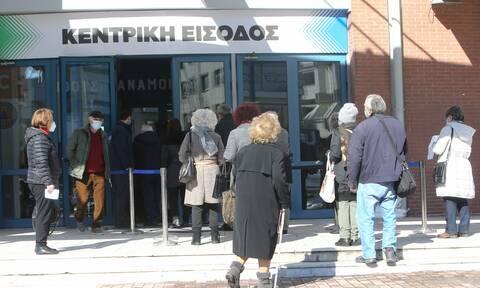 Μέλος της επιτροπής εμβολιασμών στο Newsbomb.gr: Έτσι αποφασίσαμε για το εμβόλιο της AstraZeneca