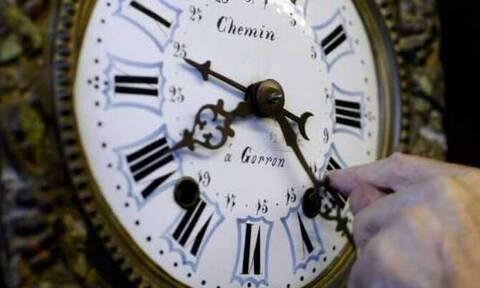 Πότε αλλάζει η ώρα: Πότε θα γυρίσουμε τους δείκτες του ρολογιού μια ώρα μπροστά