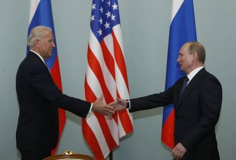 Ο Μπάιντεν πιστεύει πως ο Πούτιν είναι «φονιάς» ο οποίος θα «πληρώσει τίμημα»
