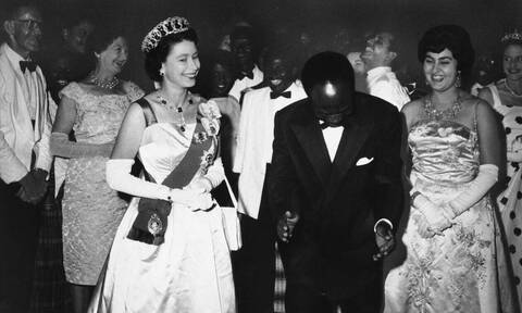 Ρατσισμός στο Μπάκιγχαμ: Η βασίλισσα Ελισάβετ απάντησε στην Μέγκαν Μαρκλ το… 1961!