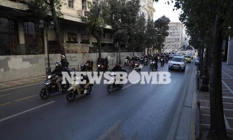 Ρεπορτάζ Newsbomb.gr: Συγκίνηση για τον 23χρονο Ιάσονα - Μοτοπορεία στο κέντρο της Αθήνας