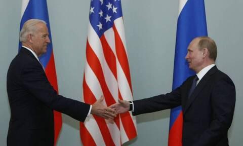 «Πόλεμος» ΗΠΑ - Ρωσίας: Η Μόσχα ανακαλεί τον πρέσβη της στις ΗΠΑ μετά το «δολοφόνος» του Μπάιντεν