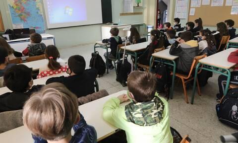 Μανώλης Δερμιτζάκης: Να πάρουμε αντίστροφα μέτρα με άνοιγμα σχολείων, λιανεμπορίου και εστίασης