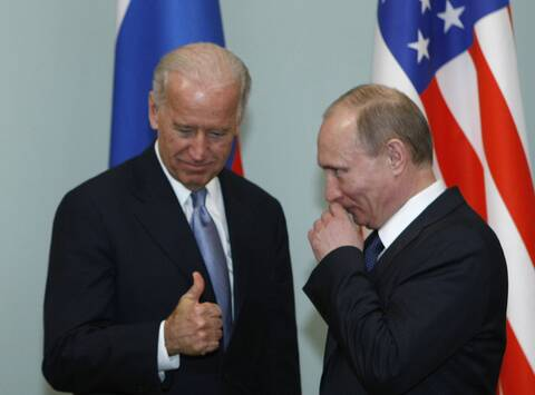 Ο Πούτιν απαντά στον Μπάιντεν που τον είπε «φονιά»: Για τον εαυτό σου μιλάς, μα εύχομαι καλή υγεία