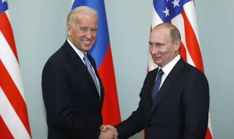 Ο Μπάιντεν «έριξε άκυρο» στον Πούτιν: Είμαι πολύ απασχολημένος για να τα πούμε