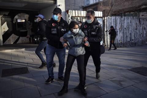 Τουρκία: Η αστυνομία συνέλαβε τρία στελέχη του φιλοκουρδικού HDP