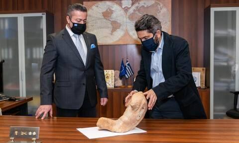 Σύλληψη αρχαιοκάπηλου: Κατείχε αρχαίο άγαλμα της Ακρόπολης – Το πουλούσε 100.000 ευρώ