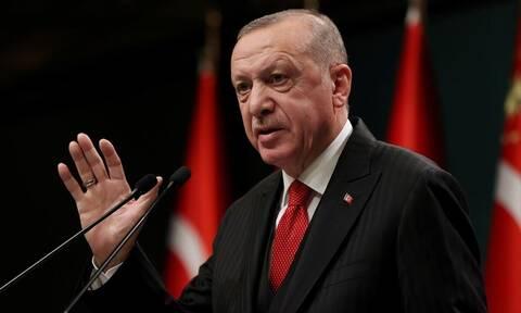 «Βυθίζεται» η τουρκική οικονομία: Ο Ερντογάν «ξήλωσε» τον διοικητή της Κεντρικής Τράπεζας