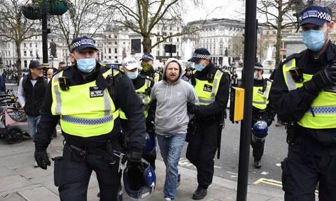 Λονδίνο: Συγκρούσεις διαδηλωτών και αστυνομίας κατά την διάρκεια πορείας κατά των μέτρων