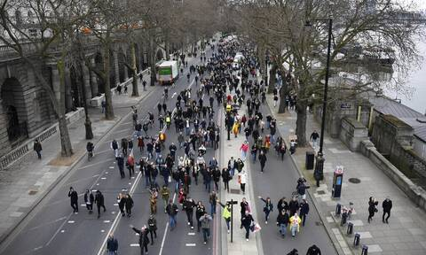 Κορονοϊός - Βρετανία: Τουλάχιστον 36 συλλήψεις σε διαδήλωση εναντίον των περιοριστικών μέτρων