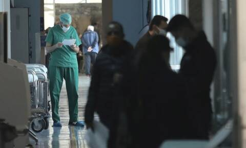 Κορονοϊός: Δύσκολη νύχτα στα νοσοκομεία της Αττικής - Ρεκόρ εισαγωγών, θέμα ωρών η επίταξη