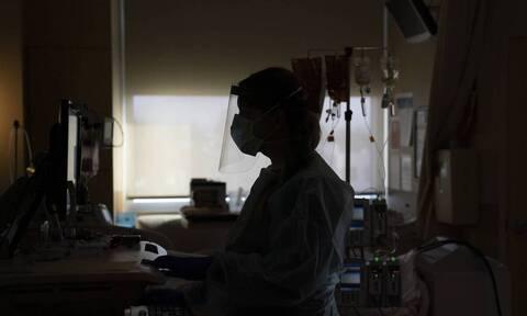 Κορoνοϊός: Στενάζει το ΕΣΥ αγγίζει το 80% η πληρότητα - Κοντά στην επίταξη των γιατρών ο Μητσοτάκης