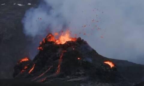 Ισλανδία:«Βρυχάται» το ηφαίστειο Fagradalsfjall - Εντυπωσιακές εικόνες από drone