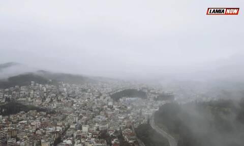 Λαμία: Ομίχλη κάλυψε ολόκληρη την πόλη - Εντυπωσιακές εικόνες