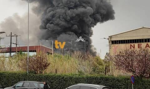 Φωτιά Σχηματάρι: Μαίνεται η πυρκαγιά στο εργοστάσιο ανακύκλωσης - Συναγερμός για τους καπνούς