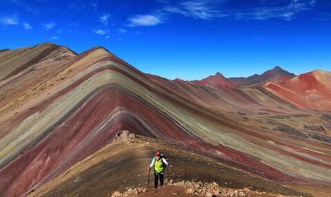 Η οροσειρά με τα άπειρα χρώματα νομίζεις ότι πέρασε από photoshop!