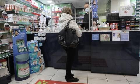 Φαρμακοποιοί: Αδυνατούμε να στηρίξουμε τη διαδικασία των self-test - Θα δείτε ουρές στα φαρμακεία