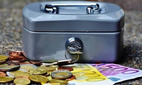 Συντάξεις Απριλίου: Ξεκινούν οι πληρωμές - Αναλυτικά οι ημερομηνίες για όλα τα Ταμεία