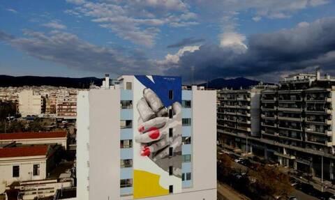 Θεσσαλονίκη: Συγκλονίζει η νέα τοιχογραφία στο Ιπποκράτειο - Δείτε τι συμβολίζει
