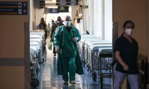 «Ημίμετρο η επίταξη των ιδιωτών γιατρών» - Τι αναφέρουν οι εκπρόσωποι των κομμάτων στο Newsbomb.gr