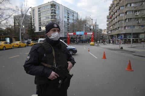 Εκατοντάδες συλλήψεις στρατιωτικών στην Τουρκία, λόγω πιθανών σχέσεων με το δίκτυο Γκιουλέν