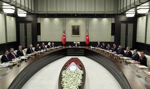 Έρχεται ανασχηματισμός στην Τουρκία εν μέσω της «θύελλας» στη λίρα