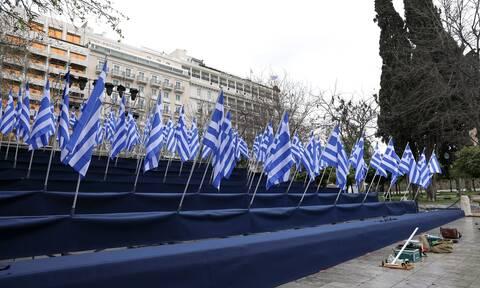 25η Μαρτίου: Γέμισε σημαίες το Σύνταγμα – Οι τελευταίες πληροφορίες για τη στρατιωτική παρέλαση
