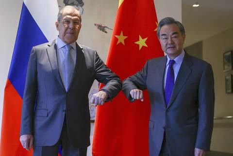 «Συμμαχία» Ρωσίας και Κίνας απέναντι στη Δύση: Κοινή «αντεπίθεση» στις δυτικές κυρώσεις