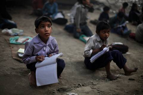 Κορονοϊός: Η πανδημία «αφήνει» αναλφάβητα 12 εκατομμύρια παιδιά