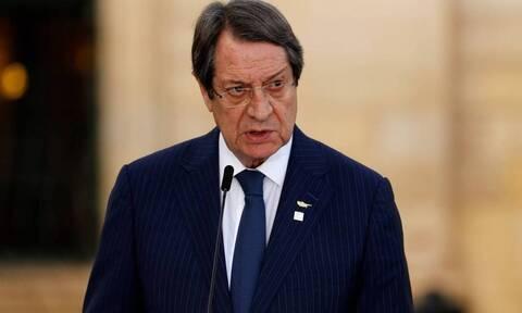 Президент Кипра прибывает в Афины для участие в мероприятиях по случаю Дня независимости Греции
