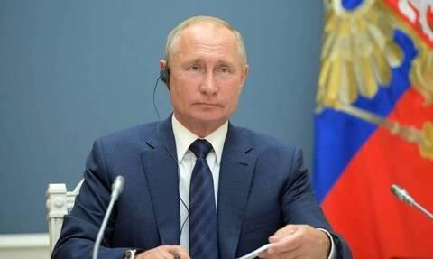 Κορονοϊός: Εμβολιάστηκε ο Βλαντιμίρ Πούτιν - Γιατί δεν ανακοινώνεται ποιο εμβόλιο έκανε